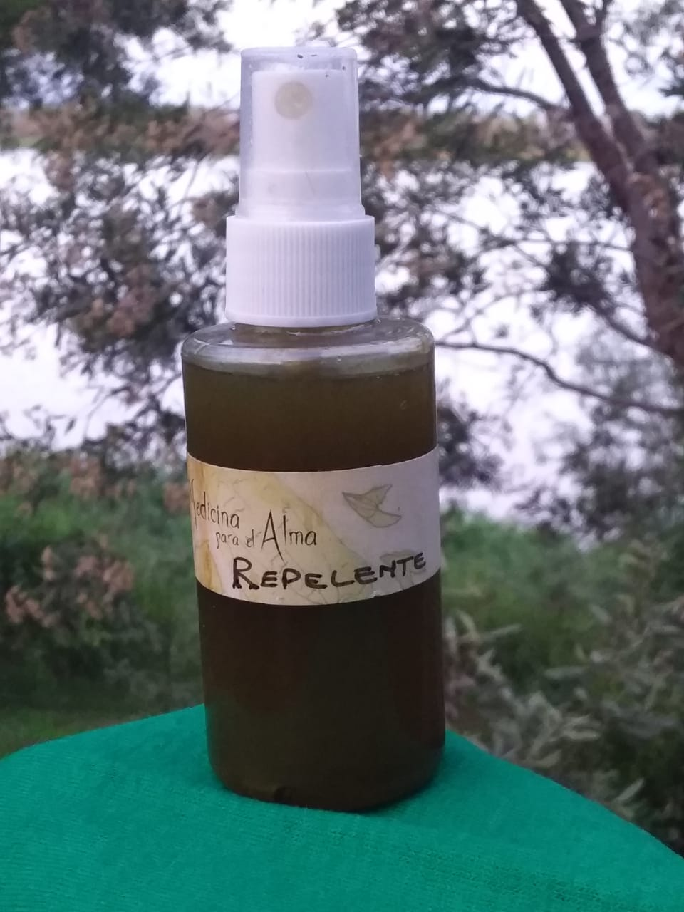 Repelente de hierbas y aceite de citronella «Medicina para el alma»